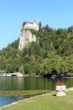 Krwawiący kasztel od jeziora Krwawił brzeg przy Krwawię, Slovenia Zdjęcia Royalty Free