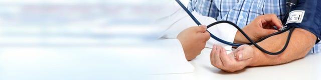 krwi doktorski pomiarowy pacjenta nacisk obrazy stock