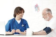 krwi lekarki pomiarowy nacisk Zdjęcie Royalty Free