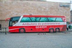 Krwionośny inkasowy autobusowy bloodmobile w Gdańskim przy Wielką orkiestrą Bożenarodzeniowy dobroczynność połysk Wielka Orkiestr Obraz Royalty Free