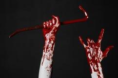 Krwiste ręki z piętakiem, ręka haczyk, Halloween temat, zabójców żywi trupy, czarny tło, odizolowywający, krwisty piętak, Fotografia Royalty Free