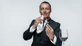 Krwisty Halloweenowy temat: szalony mężczyzna z nożem, rozwidleniem i mięsem, obrazy royalty free