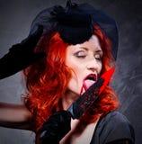krwisty wręcza jej nożowej kobiety Fotografia Stock