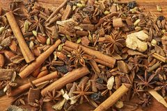 Krydda för te, coffe som bakar på trätabellen arkivfoto