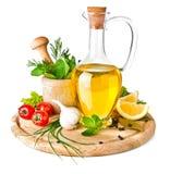 Krydda och örtar med olivolja arkivfoton