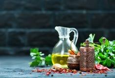 Krydda och olja royaltyfri fotografi