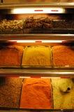 Krydda på kryddabasaren i Istanbul Royaltyfria Bilder