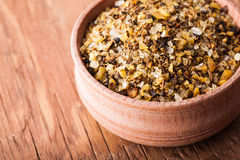 Krydda som är salt i en träbunkenärbild Royaltyfri Foto