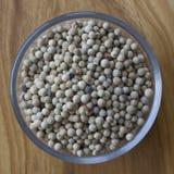 Kryddacloseup för vit peppar i en bunke Royaltyfria Bilder