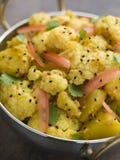 kryddad alooblomkålgobi potatis royaltyfria bilder