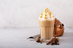 Kryddad med is chai latte royaltyfri foto