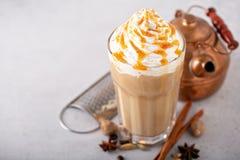 Kryddad med is chai latte royaltyfria bilder