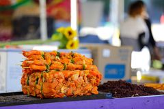 Kryddade kött för gallergrillfest Arkivfoto