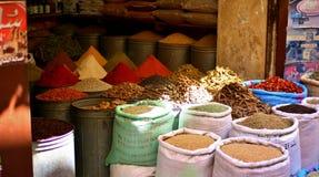 Kryddan marknadsför i Marocko Arkivbild