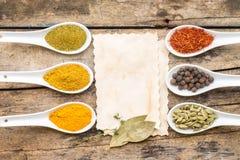 Kryddar receptbakgrund Arkivbild