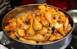 Kryddat fegt ben, exotisk asiatisk kinesisk kokkonst, typisk läcker asiatisk kinesisk mat Arkivbilder