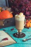 Kryddat kaffe för pumpa Royaltyfria Bilder