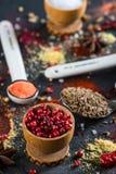 Kryddaval från lite varstans världen Arkivfoto