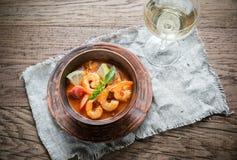 Kryddig fransk soppa med skaldjur royaltyfria bilder