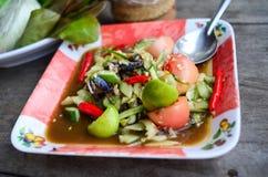Kryddig gurkasallad som är en typpapayasallad Kryddig SomTum Arkivbilder