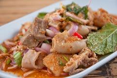 Kryddig köttfärssallad med den gröna grönsaken och chili Arkivbild
