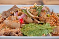 Kryddig köttfärssallad med den gröna grönsaken och chili Royaltyfria Bilder