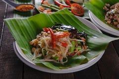 Kryddig papayasallad med den rimmade krabban, Somtam Royaltyfri Fotografi