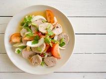 Kryddig sallad för grisköttkorv thailändsk och Vietnam mat Royaltyfri Bild