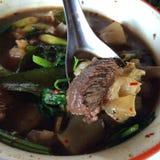 Kryddig soppa för nötköttsena Arkivbild