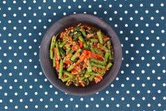 Kryddig stekt cowpea med finhackad Ped Tua för grisköttappellblock Royaltyfri Foto
