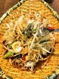 Kryddig thai mat för ostronpapayasallad fotografering för bildbyråer