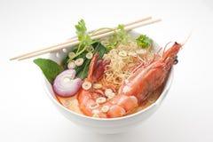 Kryddig Thailand traditionell soppa Tom Yam royaltyfria foton
