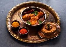 Kryddiga ben för feg curry Indisk kötträtt Arkivbild