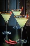 Kryddiga Martinis Rimmed med pepparflingor Royaltyfri Foto