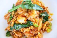 Kryddiga nudlar med räka, thailändsk mat Arkivfoton