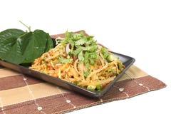 Kryddigt griskött Fried Rice på naperyen som isoleras på vit bakgrund Fotografering för Bildbyråer