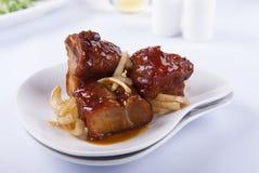 Kryddigt och surt griskött royaltyfria bilder