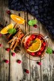 Kryddigt te för tranbär royaltyfria foton