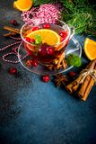 Kryddigt te för tranbär arkivbild