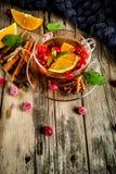 Kryddigt te för tranbär arkivfoto