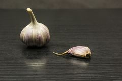 Kryddnejlika och kulavitlök royaltyfri fotografi