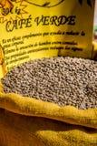 Kryddor, frö och te sålde i en traditionell marknad i Granada, S Royaltyfri Fotografi