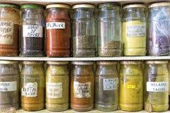 Kryddor i glass krus, Marocko Fotografering för Bildbyråer