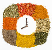 Kryddor och örter som dekoreras som klockan royaltyfria foton