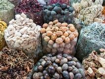 Kryddor och torkade frukter i Dubai kryddar Souk Arkivfoton