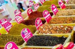 Kryddor på bazar Arkivbilder