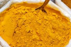 Kryddor på den indiska marknaden Arkivfoto