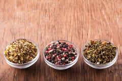 Kryddor saltar, paprika i en glass bunke Royaltyfri Bild