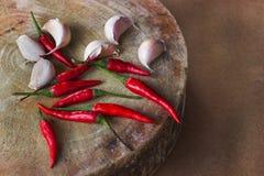 Kryddor smaktillsatser, kryddor, wood skärbrädor i köket Royaltyfri Fotografi