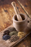 kryddor table trä royaltyfri fotografi